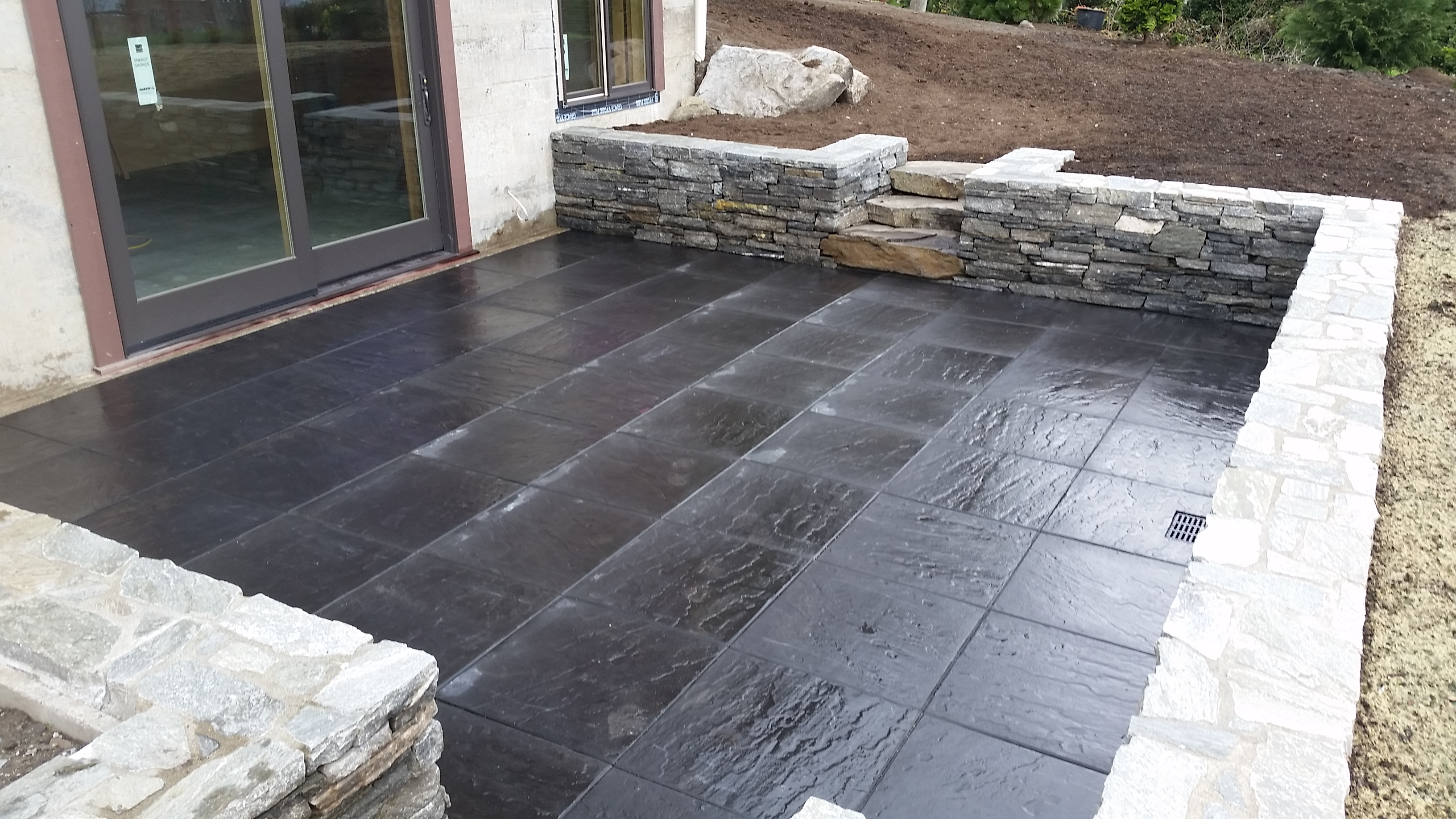 Cherokee Ledgestone Walls with Glaciar Slate Patio
