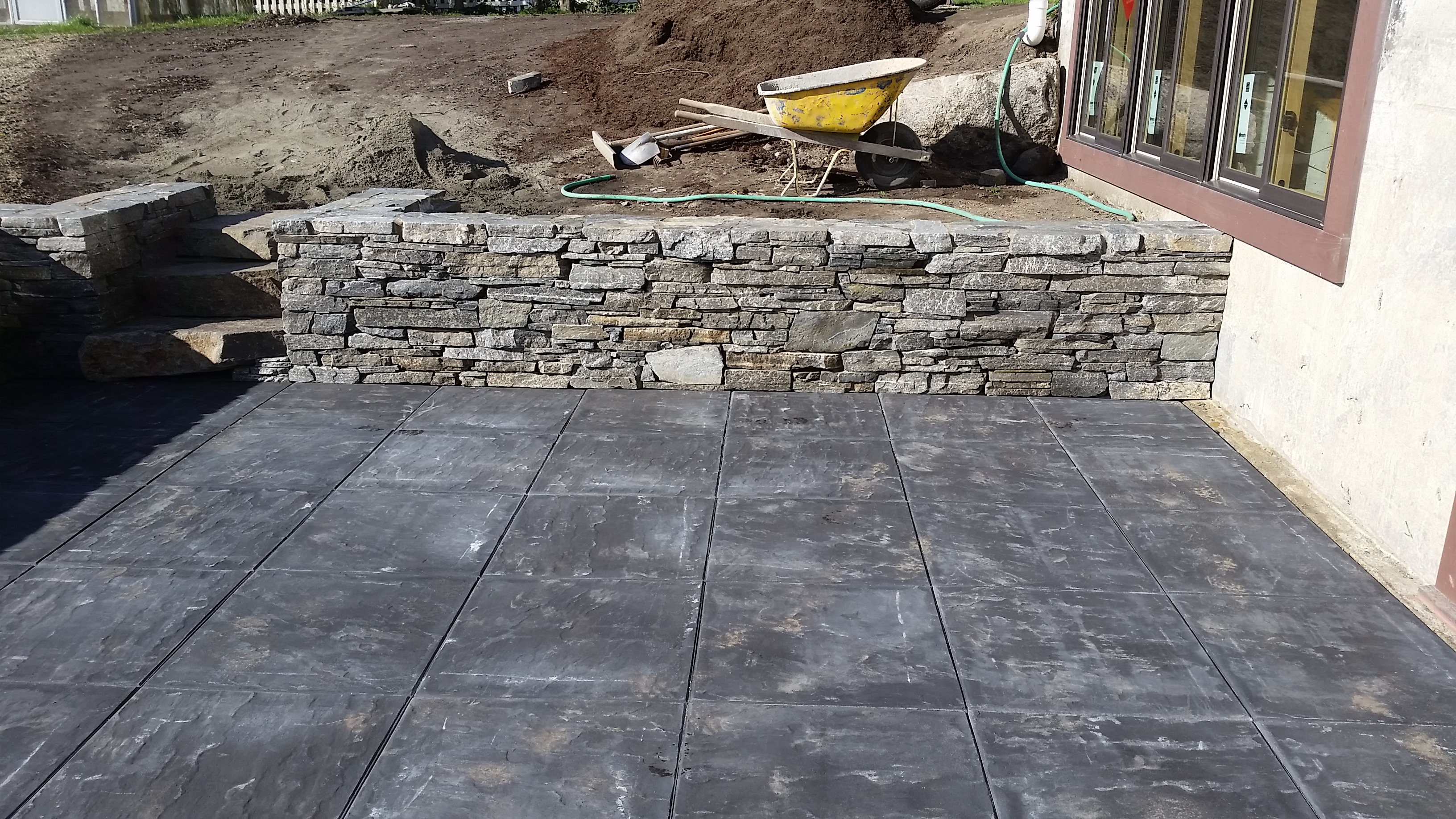 Cherokee Ledgestone Walls with Glaciar Slate Patio